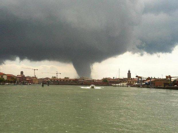 MINI TORNADE SUR VENISE dans 02 Venise : évenements 012