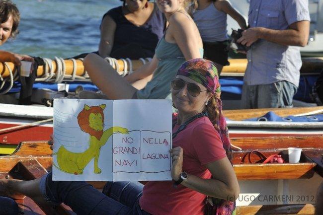 MANIFESTATION CONTRE LES GRANDS PAQUEBOTS dans Venise : évenements DSC8243
