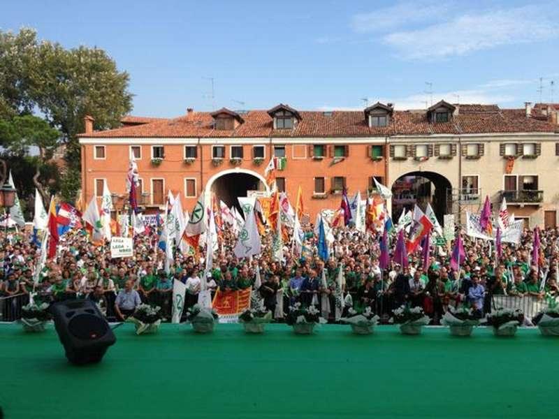 LE DRAPEAU TRICOLORE ITALIEN dans Venise : évenements 01
