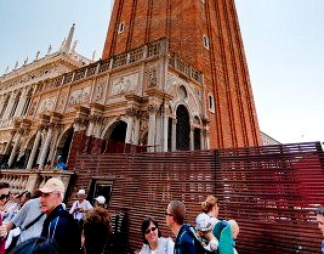 LE CAMPANILE DE SAN MARCO LIBERE DES BARRIERES dans Venise : évenements 111