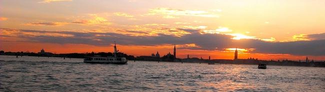 TRAMONTO SUL BACINO DI SAN MARCO dans 04 Venise : vie quotidienne 011