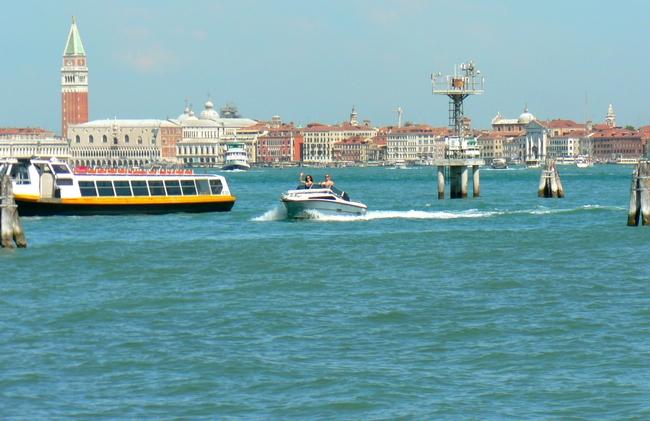 NAVIGATION & PAYSAGES LAGUNAIRES dans Promenades, à pied, en bateau, moto, auto, ou autres... 012
